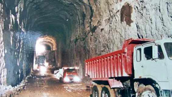 CONSTRUCCIÓN. La obra costó alrededor de 1.000 millones de dólares y demandó 12 años de trabajo (Foto EPEC).